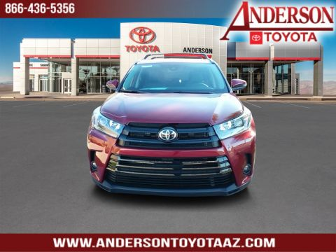 New 2019 Toyota Highlander SE